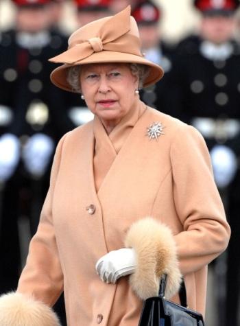 Queen Elizabeth, April 12, 2006 | The Royal Hats Blog