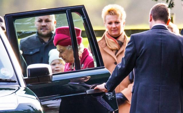 Queen Elizabeth, December 22, 2013   The Royal Hats Blog
