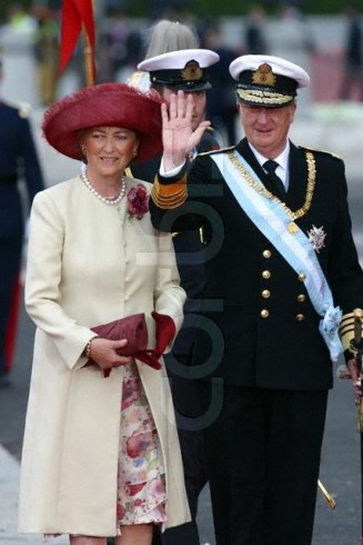 Queen Poala, May 22, 2004 in Fabienne Delvgine | Royal Hats