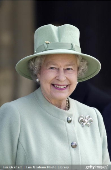 Queen Elizabeth, May 2, 2002 in Philip Somerville | Royal Hats