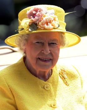 Queen Elizabeth, June 19, 2015 inRachel Trevor Morgan | Royal Hats