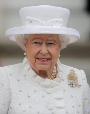 Queen Elizabeth, June 24, 2015 in Angela Kelly | Royal Hats