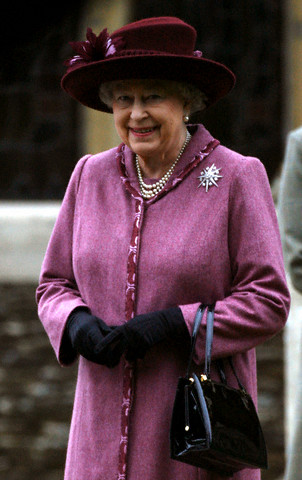 Queen Elizabeth, December 25, 2006 in Rachel Trevor Morgan | Royal Hats
