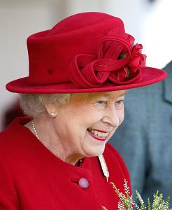 Queen Elizabeth, September 5, 2015 in Rachel Trevor Morgan | Royal Hats