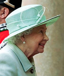 Queen Elizabeth, June 27, 2016 in Rachel Trevor Morgan | Royal Hats