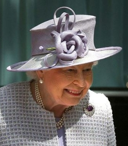 Queen Elizabeth, July 1, 2016 in Rachel Trevor Morgan | Royal Hats