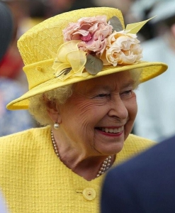 Queen Elizabeth, July 5, 2016 in Rachel Trevor Morgan | Royal Hats