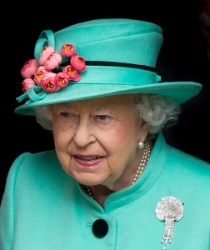 Queen Elizabeth, Apr 16, 2017 in Rachel Trevor Morgan | Royal Hats