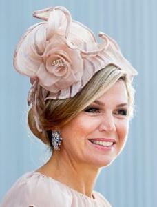 Oct 12, 2017 in Fabienne Delvigne | Royal Hats