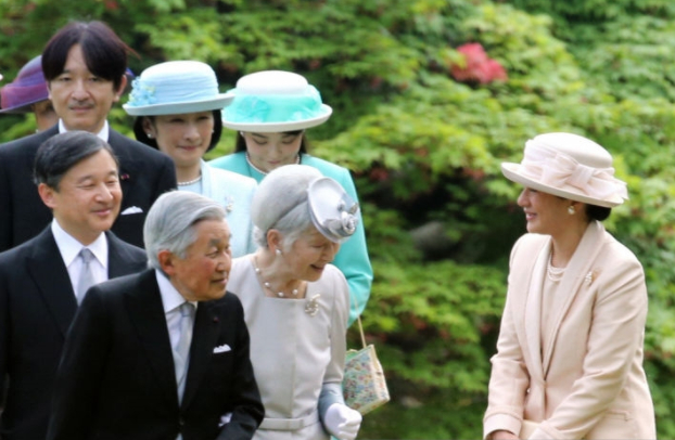 Apr 25, 2018   Royal Hats