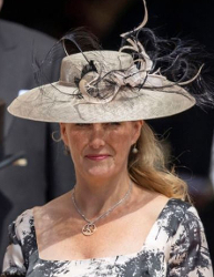 426b37afdf7b9 Countess of Wessex s oyster straw Jane Taylor picture hat with curling  feathers worn June 18