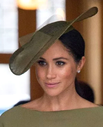 July 9, 2018 in Stephen Jones | Royal Hats